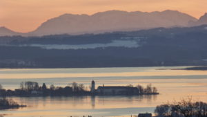 Morgengrauen über der Fraueninsel